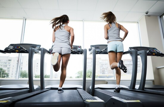 Chạy Cardio đúng cách trên máy chạy bộ điện